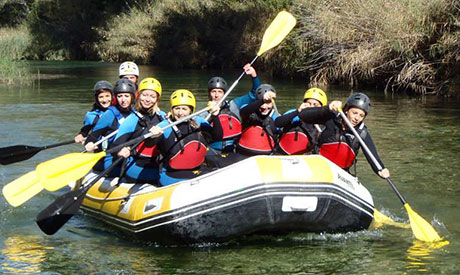Adventure activities on the water: rafting, canoeing, hydrospeed or water canyoning